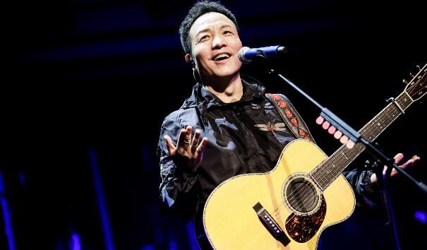 许巍新专辑《无尽光芒》举行首唱会 首批专辑在京东文娱售罄