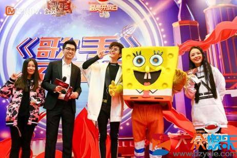 第七届芒果TV会员开放日温暖开启,歌手小K现身互动,现场超暖心