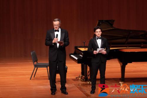 陈光标之子陈环保举办钢琴公益普及课