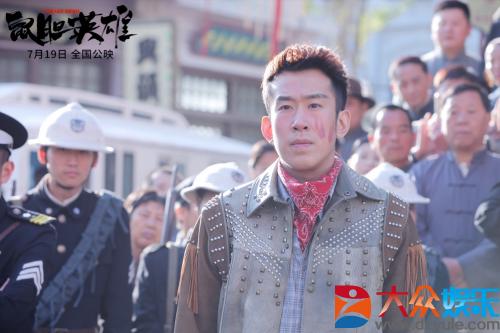 《鼠胆英雄》曝光最新剧照 于洋、李解赞岳云鹏拍戏很拼