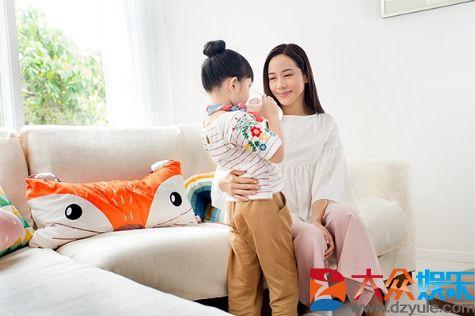 影后林嘉欣代言港版美赞臣:最满意的角色是妈妈