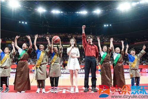 腾讯时刻闪耀篮球世界杯中场,许凯携青海学子为热爱助攻