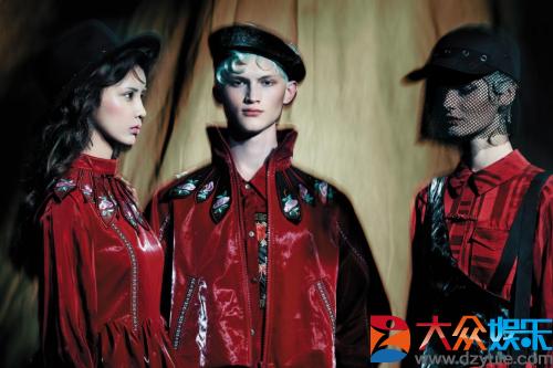 中国独立设计师品牌Esa Liang梁冰琴受邀登9月伦敦时装周T台绽放