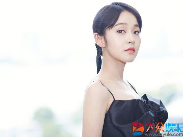 周迅没能捧红她,赵丽颖接着捧,30岁爆红网络,网友:终于红了