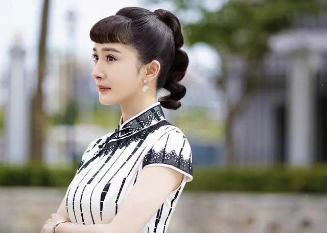 """杨幂路透照曝光,""""水蜜桃""""身材惹人爱!粉丝:真人版芭比娃娃"""